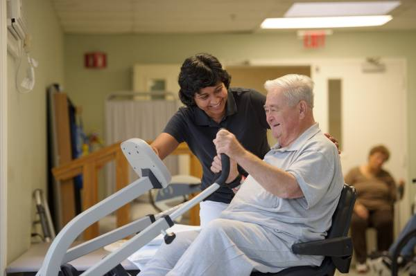 Choosing the Right Short-Term Rehab Facility for Seniors