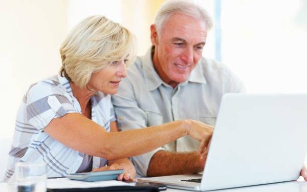 seniors using Facebook