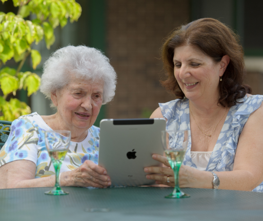 10 Useful Apps For Seniors in Assisted and Independent Living