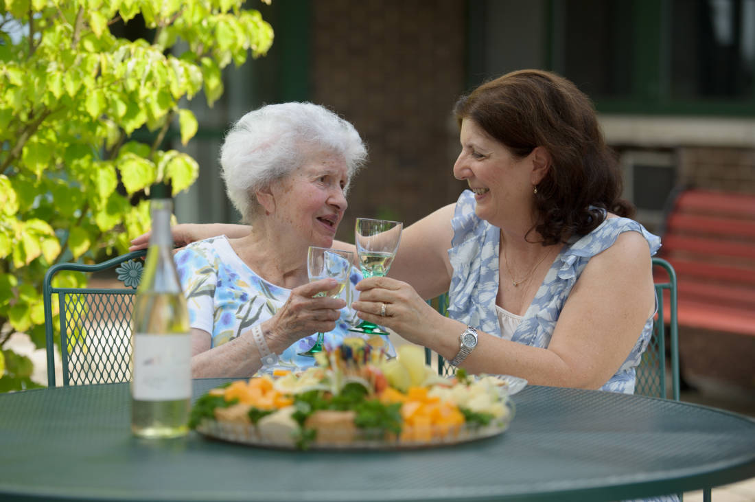 6 holiday activities to share while visiting your aging loved one