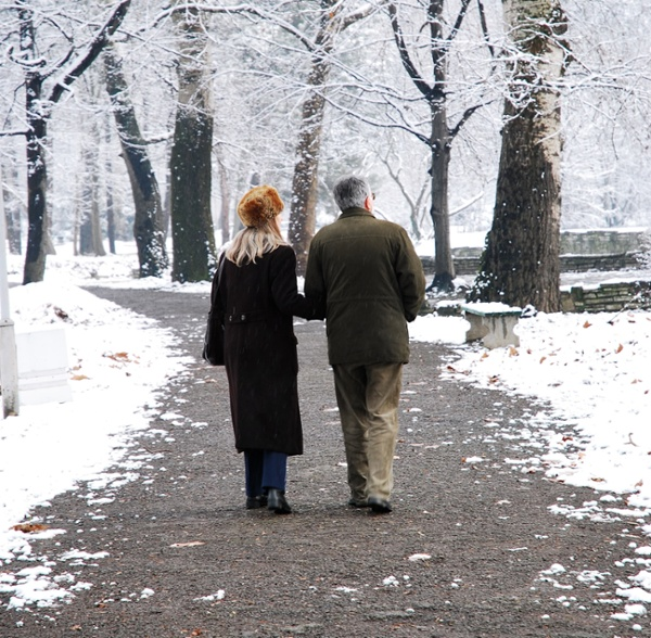 The Winter Walkers Guide: 8 Tips for Keeping Seniors Safe Outdoors